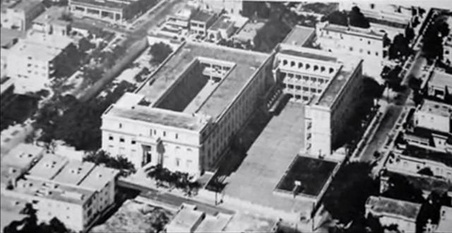 Vista aerea del Colegio de Maristas de la Vibora se aprecian el patio central y los patios Este y Oeste