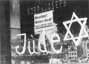Alemania nazi. Letrero advirtiendo que el dueño del comercio es judío
